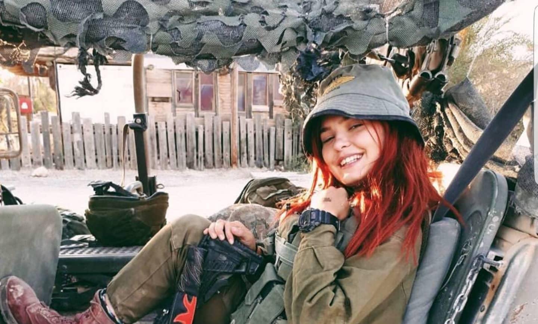 Selfie e armi: la rappresentazione delle soldatesse israeliane su Instagram