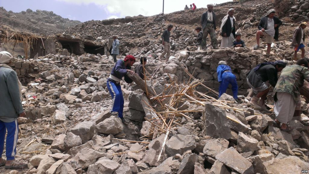 https://i2.wp.com/thesubmarine.it/wp-content/uploads/2018/02/Villagers_scour_rubble_for_belongings_scattered_during_the_bombing_of_Hajar_Aukaish_-_Yemen_-_in_April_2015.jpg?fit=1024%2C577&ssl=1