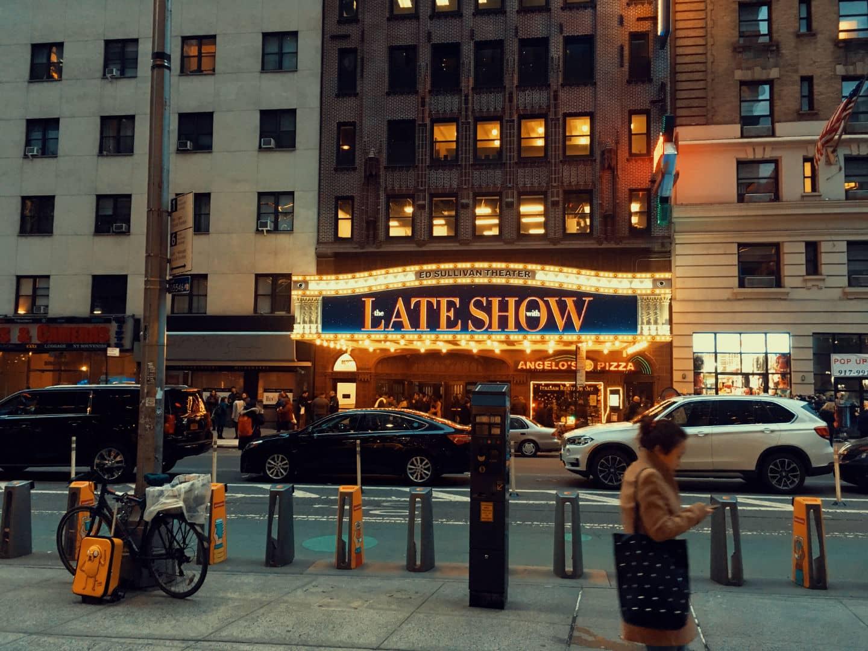 Siamo andati a vedere come funzionano i Late Show americani dal vivo