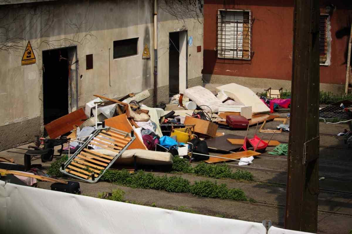 L'occupazione di migranti sgomberata all'inizio di maggio a Porta Romana, foto di Sabina Candusso
