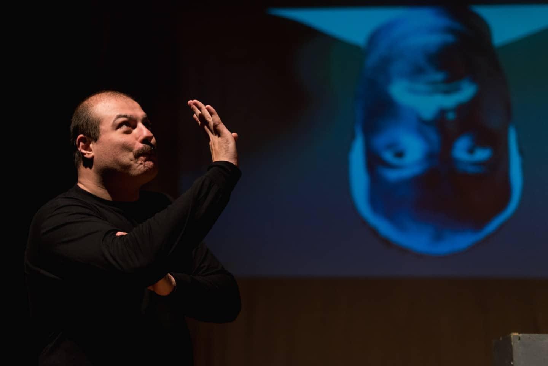 <em>Out is me:</em> raccontare l'autismo a teatro