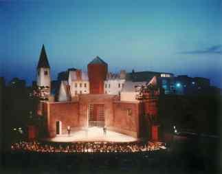 Ravenna, rocca Brancaleone, scenografia di Aldo Rossi per la Lucia di Lammermoor, 1987