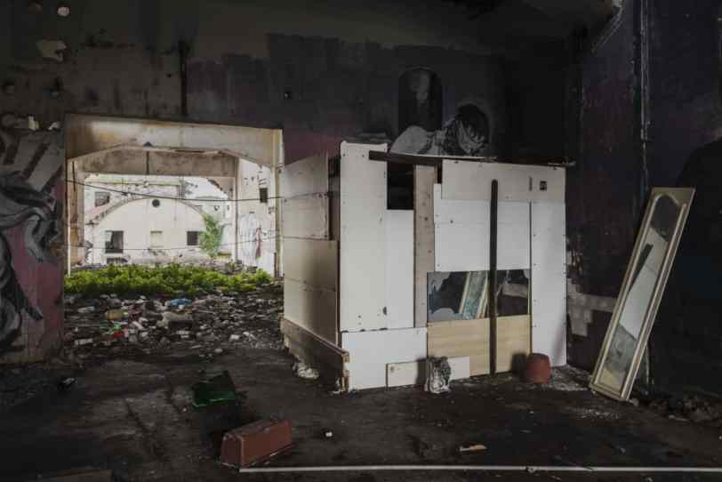 Gloria Guglielmo e Marco Passaro, mush/rooms, Costruzioni spontanee nell'ex fabbrica, 2018