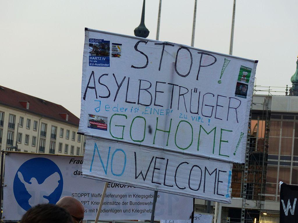 Manifestazione di PEGIDA a Dresda, 2015 (via Wikimedia Commons)