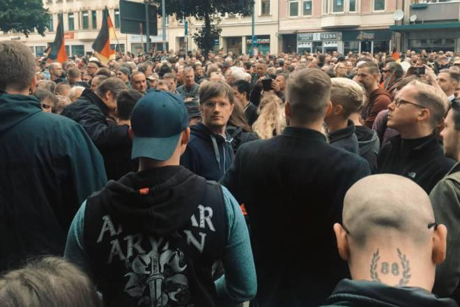 I fatti di Chemnitz mostrano cosa succede quando le istituzioni legittimano il razzismo