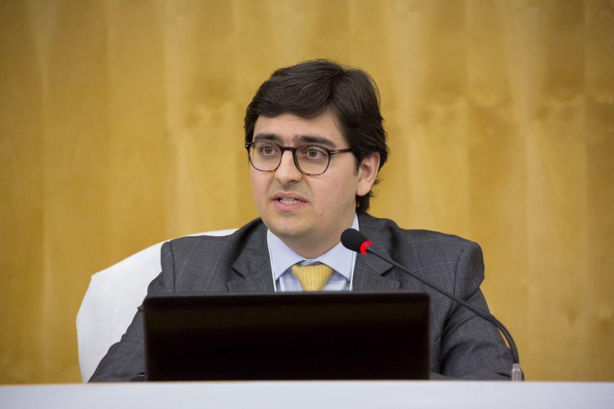 Rafael Valim. Foto via.