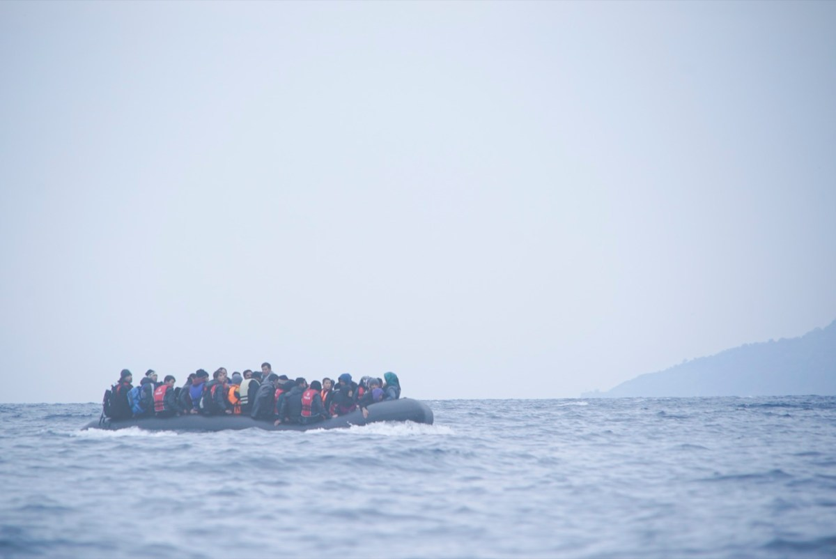 https://i2.wp.com/thesubmarine.it/wp-content/uploads/2019/05/Refugees_on_a_boat_crossing_the_Mediterranean_sea_heading_from_Turkish_coast_to_the_northeastern_Greek_island_of_Lesbos_29_January_2016.jpg?fit=1200%2C802&ssl=1