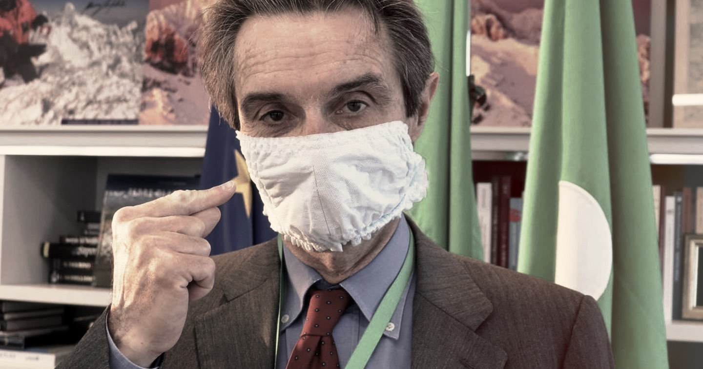 L'assurda guerra delle mascherine tra Lombardia e governo