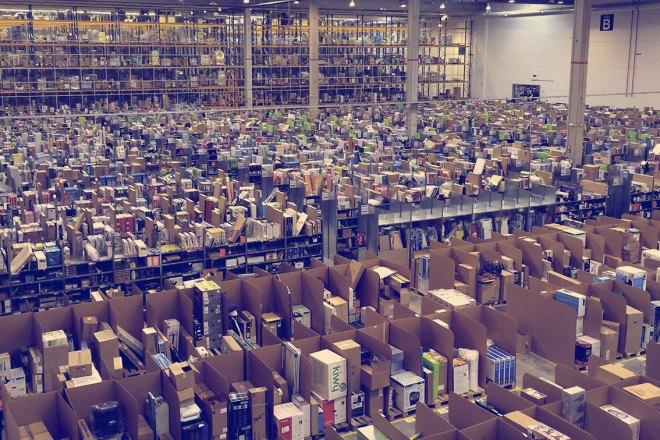 Amazon ogni anno distrugge milioni di prodotti invenduti ma perfettamente funzionanti