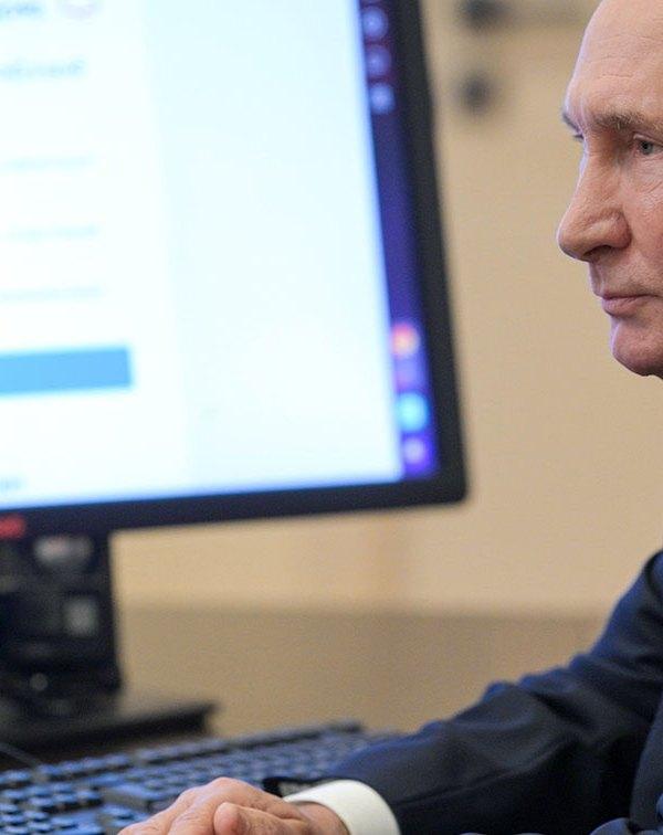 La Russia di Putin è ancora di Putin, (anche) grazie a Apple e Google