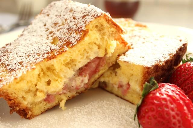 Roasted Strawberry and Mascarpone Stuffed French Toast | The Suburban Soapbox