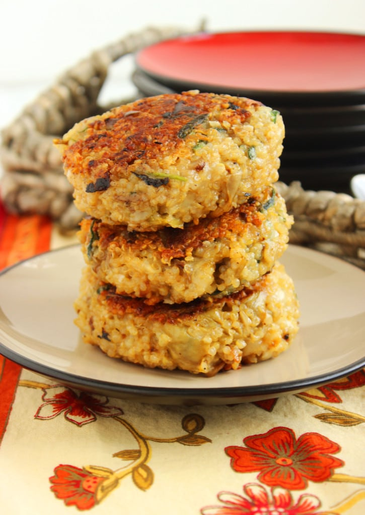 Cheesy Spinach-Artichoke Quinoa Cakes with Lemon-Caper Sauce | The Suburban Soapbox