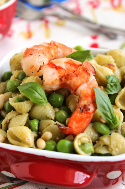 Pesto Pasta with Peas and Grilled Shrimp | The Suburban Soapbox