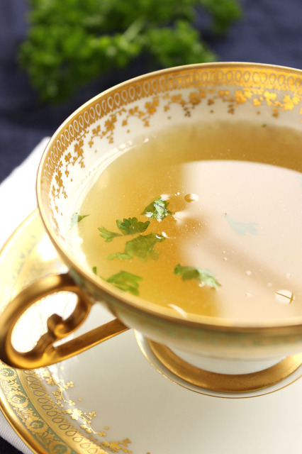 Easy Homemade Chicken Stock | The Suburban Soapbox