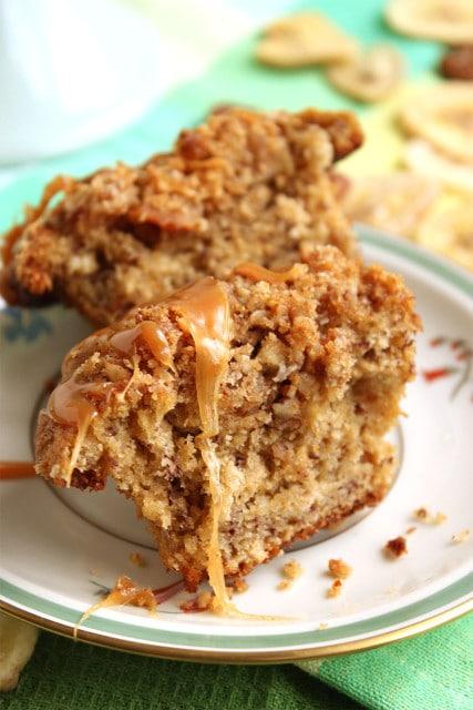 Caramel Crunch Banana Oat Muffins | The Suburban Soapbox #bananamuffins #breakfast