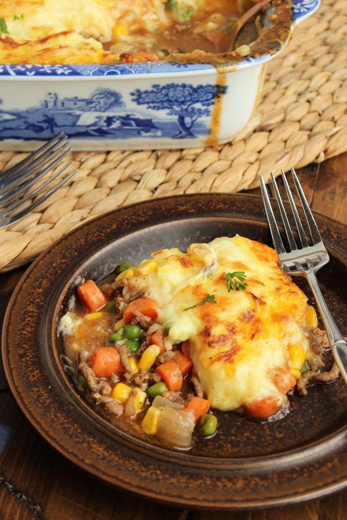 Shepherd's Pie with Alehouse Cheddar Mashed Potatoes | The Suburban Soapbox #shepherdspie #casserole #onepotmea