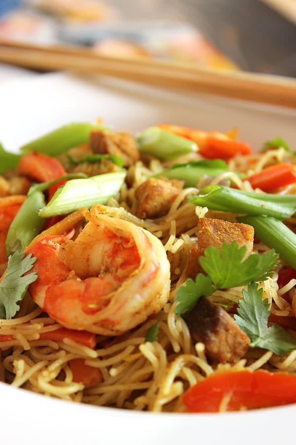 Spicy Singapore Noodles (Singapore Mei Fun)   The Suburban Soapbox #copycatrecipe #takeout #chinese