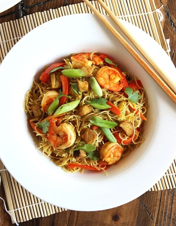Spicy Singapore Noodles (Singapore Mei Fun) | The Suburban Soapbox #copycatrecipe #takeout #chinese