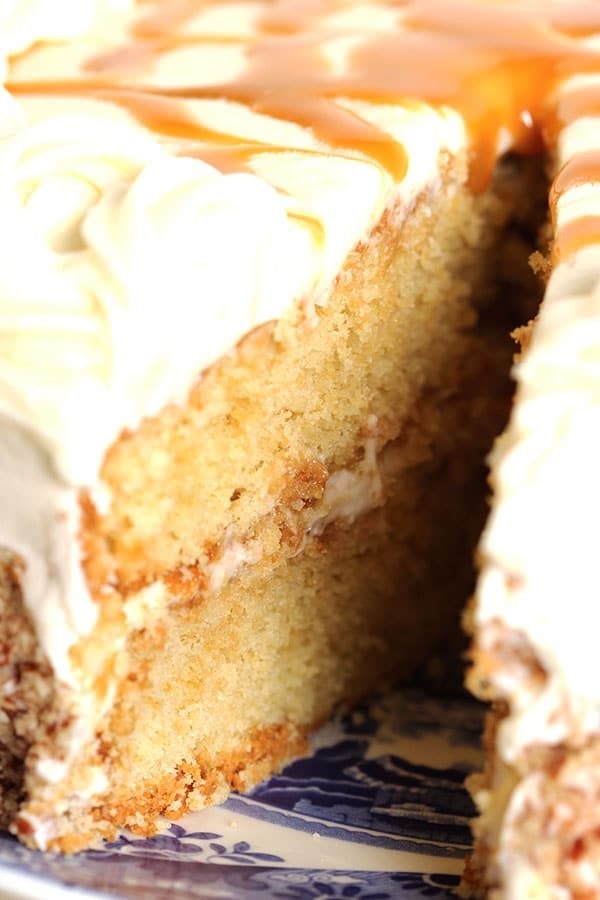 Kentucky Bourbon Butter Cake | The Suburban Soapbox #kentuckyderby #cake