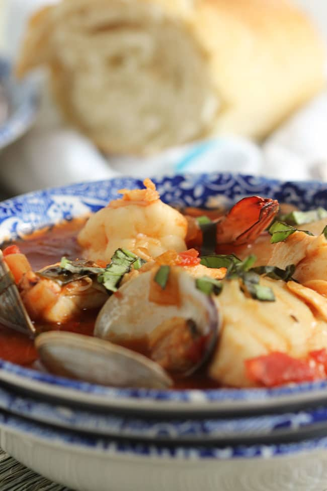 Easy Shellfish Cioppino | The Suburban Soapbox #cioppinorecipe