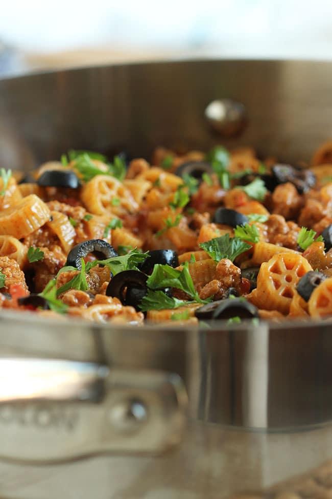 Cheesy Taco Pasta Skillet | The Suburban Soapbox #onepotpasta #anolon #whisktakers