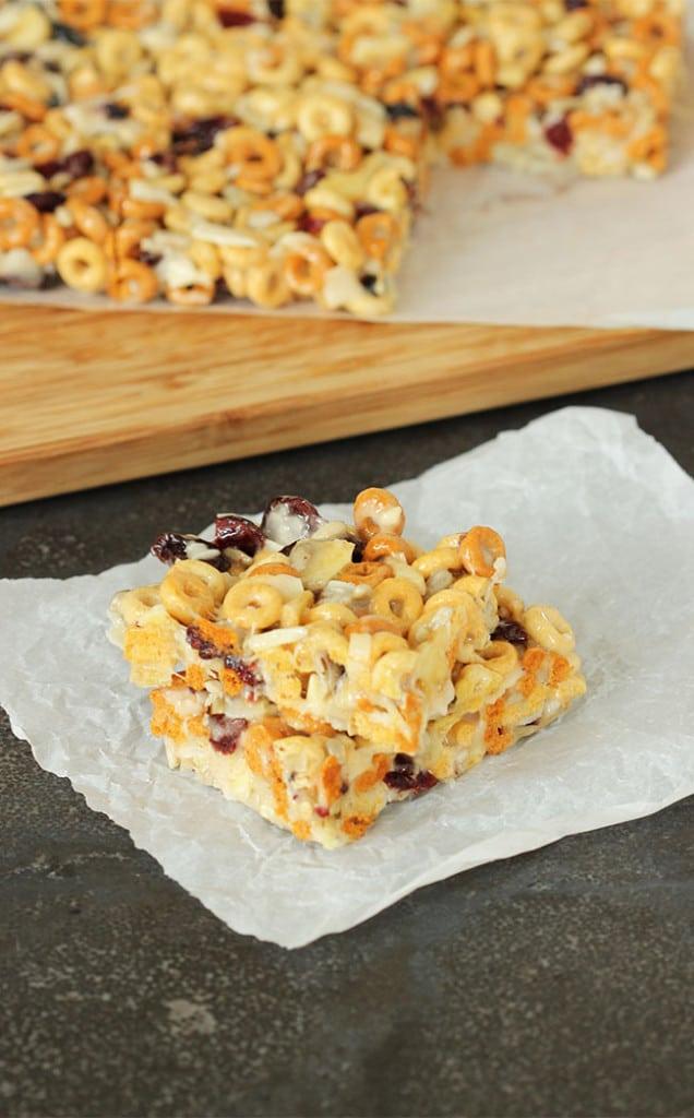 No-Bake Trail Mix Cereal Bars | The Suburban Soapbox #BTFE