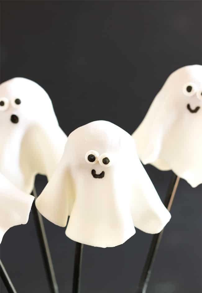 Easy Ghost Donut Pops | The Suburban Soapbox #halloween