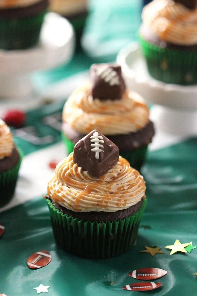 Snickers Cupcakes with Peanut Butter Frosting | TheSuburbanSoapbox.com #SweetenTheSpread