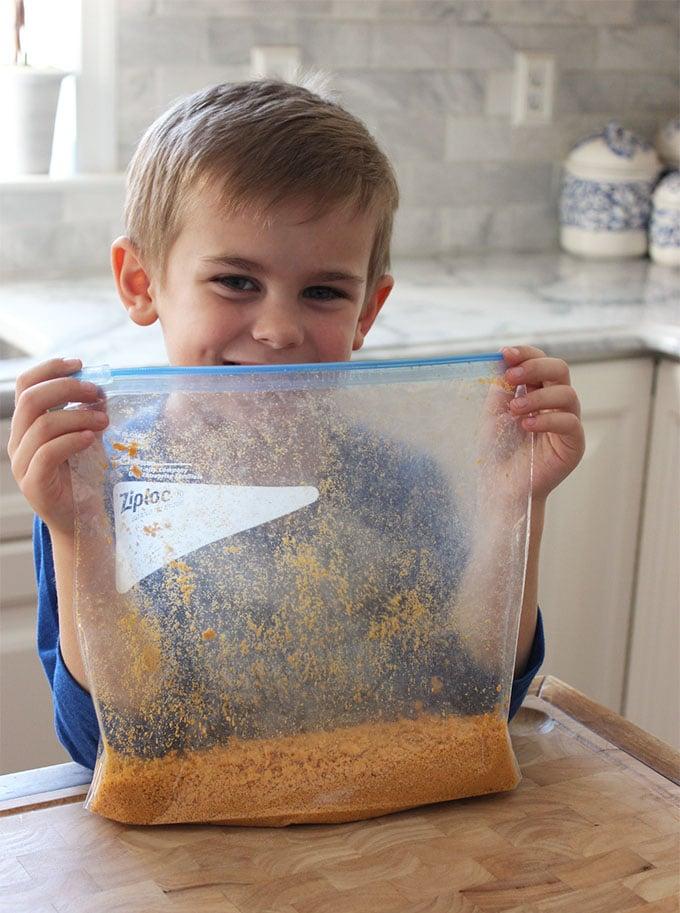 Crispy Baked Goldfish Fish Sticks | TheSuburbanSoapbox.com #GoldfishInTheMix