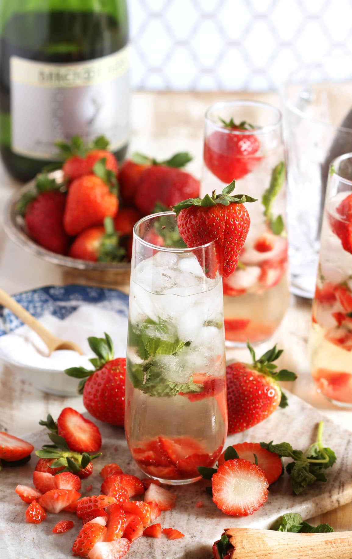 Strawberry Champagne Mojito | 21 Easy Brunch Cocktails For Your Weekend Party With Your Girlfriends