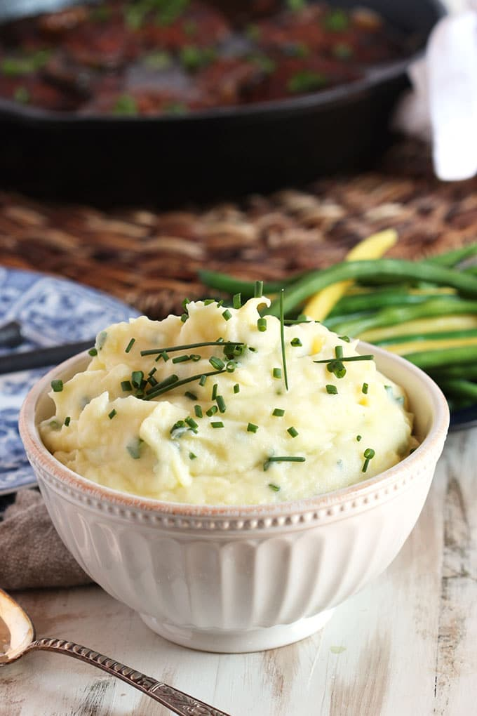 Sour Cream and Chive Mashed Potatoes | TheSuburbanSoapbox.com