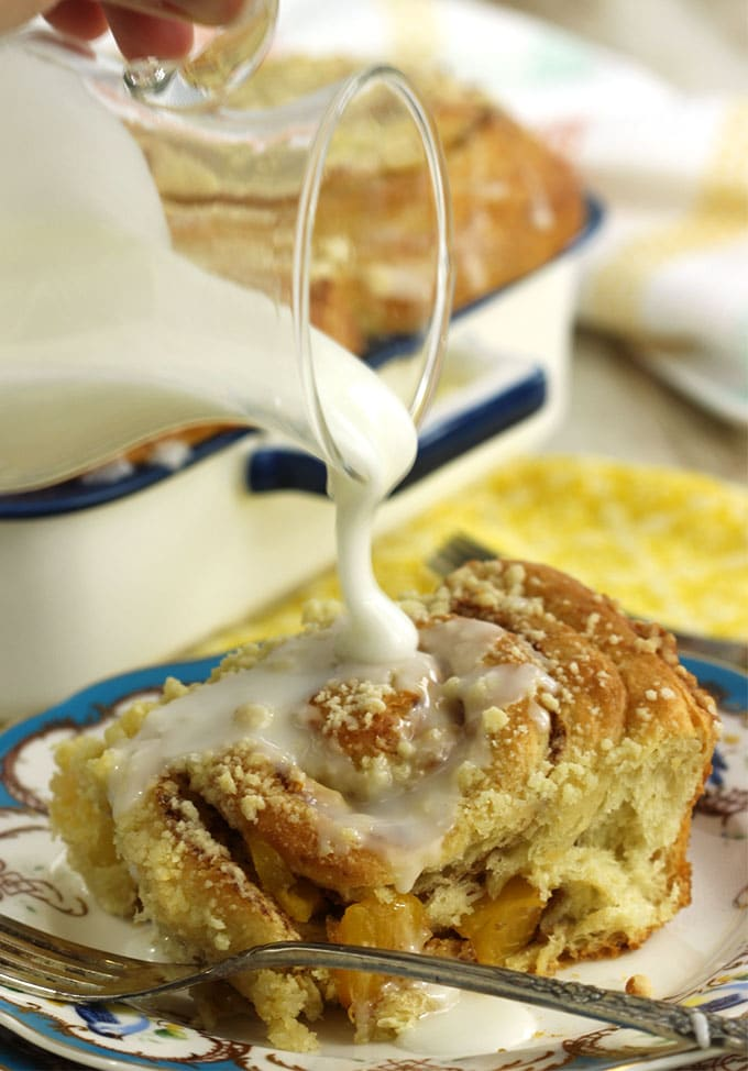 Peach Cobbler Cinnamon Rolls | TheSuburbanSoapbox.com #BrunchWeek