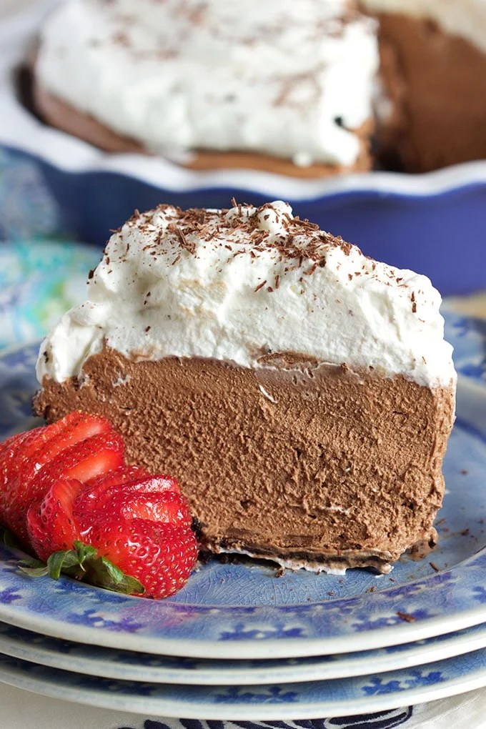 Rich, creamy, chocolate No Bake Chocolate Mousse Pie is the perfect summer dessert from TheSuburbanSoapbox.com