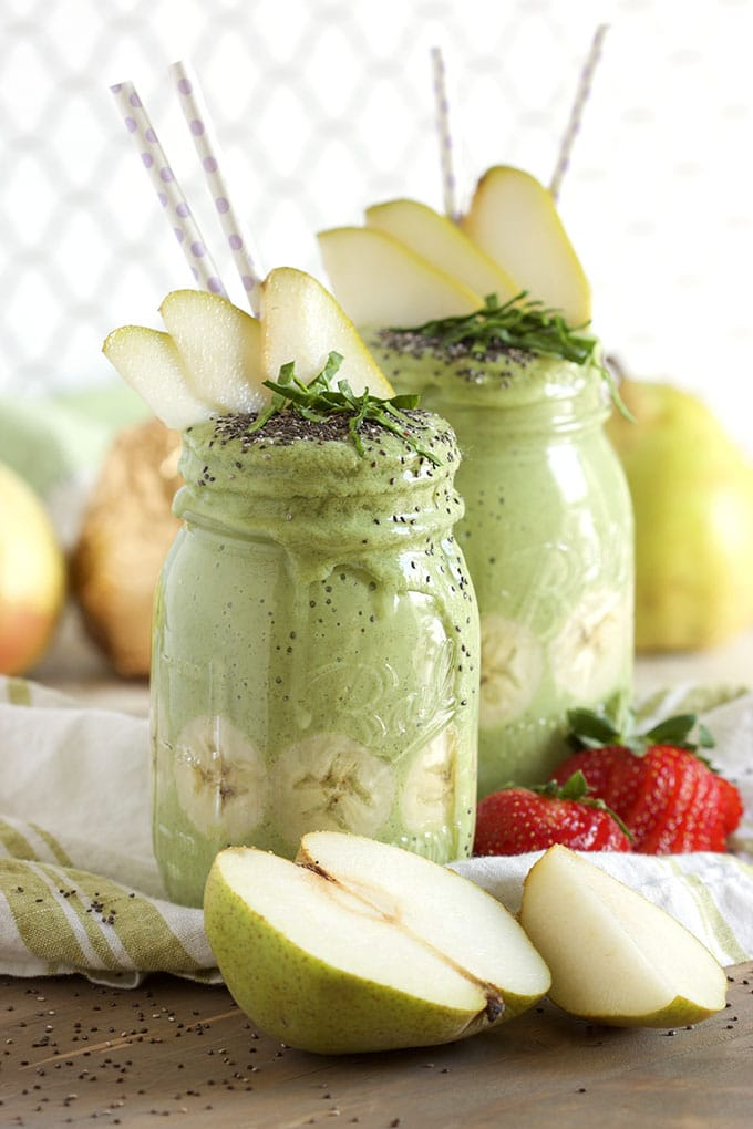 Pear Ginger Green Smoothie | TheSuburbanSoapbox.com
