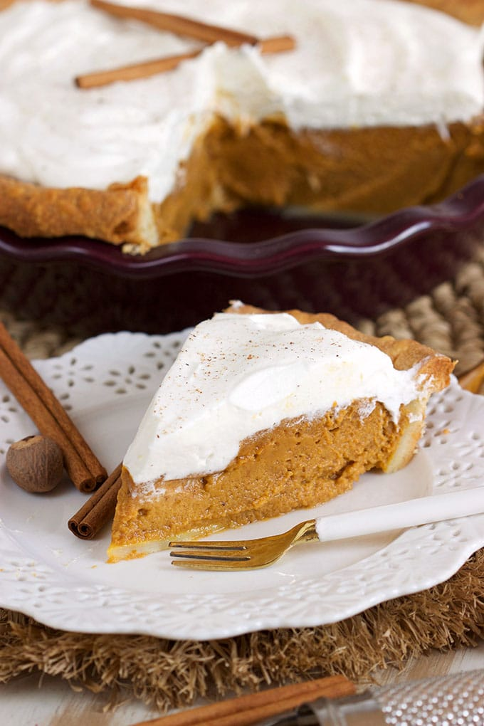 Easy Deep Dish Pumpkin Pie from Scratch! So simple and quick to make, the filling comes together in minutes with the help of a blender! | @suburbansoapbox
