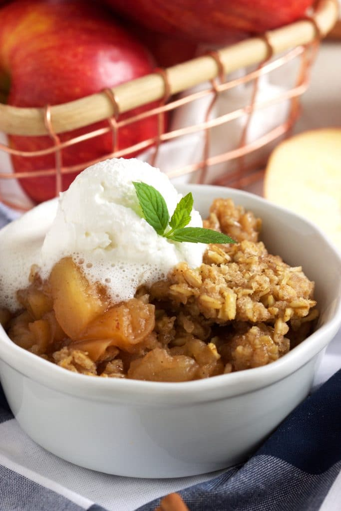 Easy Slow cooker apple Crisp Recipe | TheSuburbanSoapbox.com