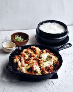 cheese buldak in skillet with rice pot in background
