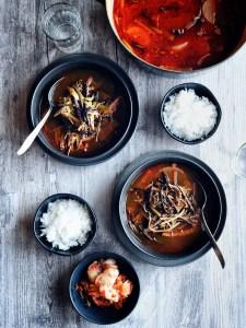 two bowls of yukgaejang alongside two bowls of rice
