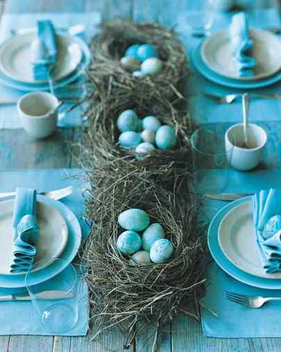 marbelized egg table setting via martha stewart