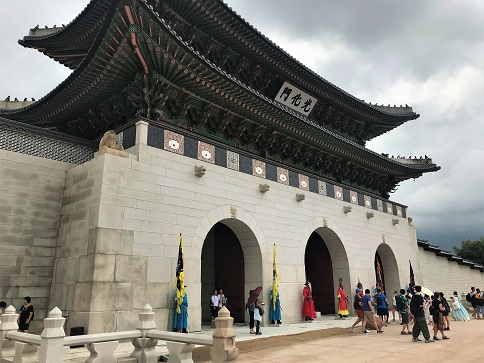 Gyeongbok-gung Palace The Sum of Travel