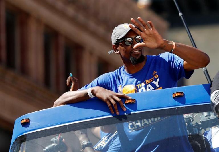 Durant también hizo posible que Warriors continúen intactos en su núcleo
