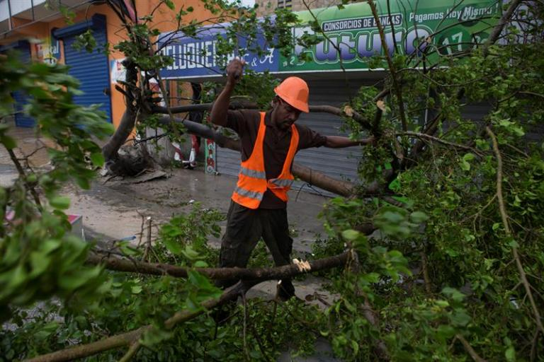 Hurricane Maria moves away from the Dominican Republic and leaves intense rains and winds