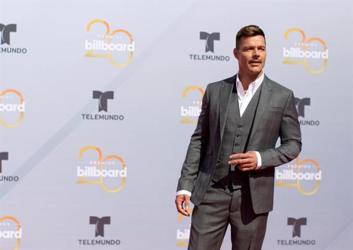 Ricky Martin announces that he adopted a girl