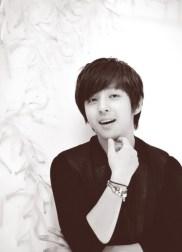 kibum_smiling_black_and_white-7708