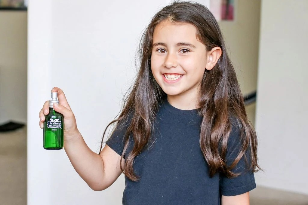 getting kids to clean, cleaning essentials, non-toxic cleaning products, non-toxic cleaners, DIY cleaning products, DIY air freshener, DIY wipes, DIY cleaners, cleaning, mom blogger, mom blog, family blog, 2018