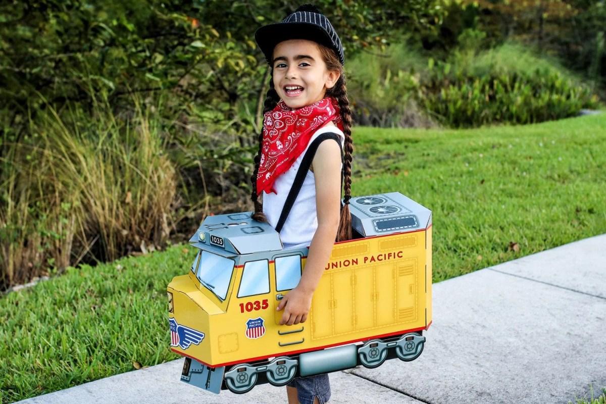 halloween costume, costumes, suitables, diy costume, costume ideas, halloween, train costume, firefighter costume, princess costume, mom blog, mom blogger, mommy blog, mommy blogger, 2018, family blog, parenting blog, the super mom life, thesupermomlife, parenting blogger, family blogger
