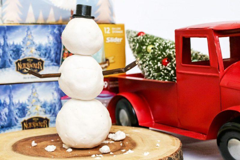 diy snow, how to make snow, diy, kids crafts, crafts for children, craft, kids, children, activity for kids, mom blog, mom blogger, mommy blog, mommy blogger, 2018, family blog, parenting blog, the super mom life, thesupermomlife, parenting blogger, family blogger