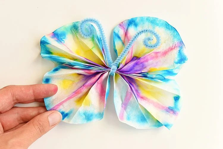 coffee filter butterfly summer craft idea for kids