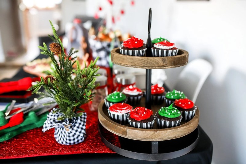 christmas table and cupcake rack