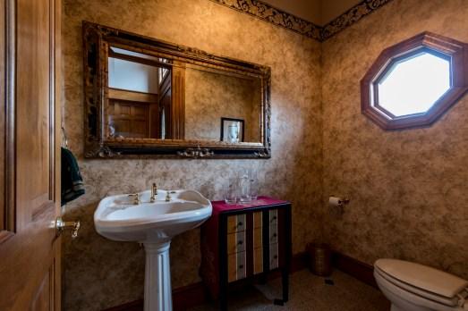 Entryway 1/2 bath